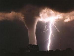 к чему снится ураган смерч