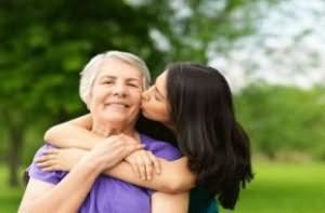 целовать умершую бабушку сонник