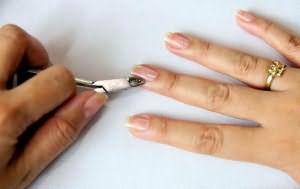 Стричь ногти во сне на руках себе