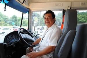Девушкам в автобусе лезут в трусы, мужику лижет очко