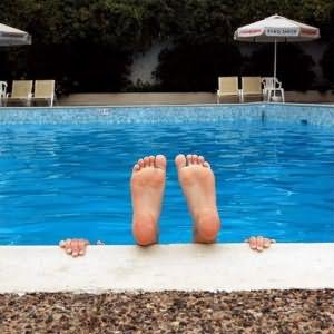 Муж с женой пошли в бассейн и занялись сексом видео