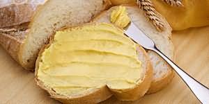 кушать белый хлеб с маслом