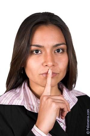 Расстроенная жена сидела на пирсе к ней подошел незнакомец но она ушла потом он пришел к не ней в но